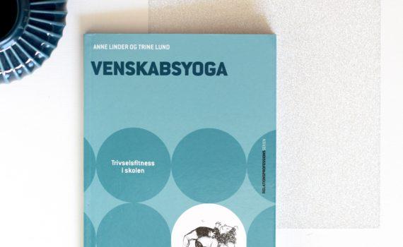 Venskabsyoga, Anne Linder, Trine Lund, Bogopelvelsen